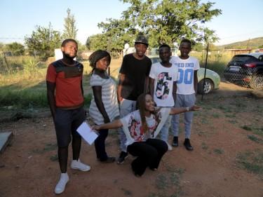 Refilwe und Jugendliche aus Mmakau
